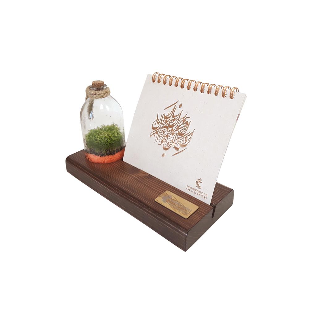 تقویم رومیزی چوبی همراه با گیاه طبیعی